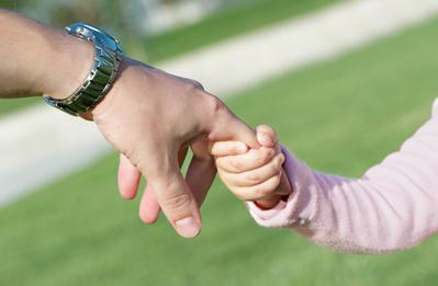 разница между опекой и усыновлением
