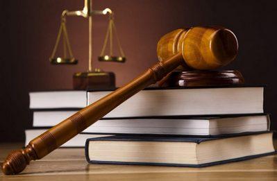 Свидетельство на право собственности на землю выдается в Росреестре. Эта госструктура заносит данные о земельном участке и его собственнике в общегосударственную базу, после чего вручает документ, подтверждающий успешный результат.